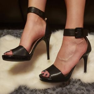 Chinese laundry 10 heels leather black buckle
